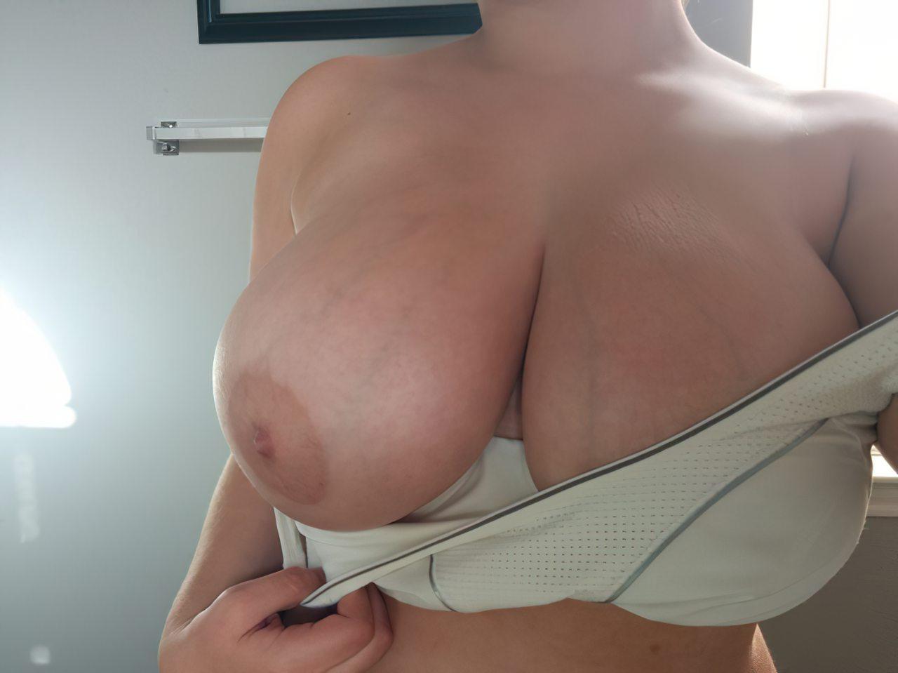 Mulher com Seios Grandes (4)