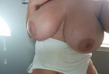 Mulher com Seios Grandes (5)