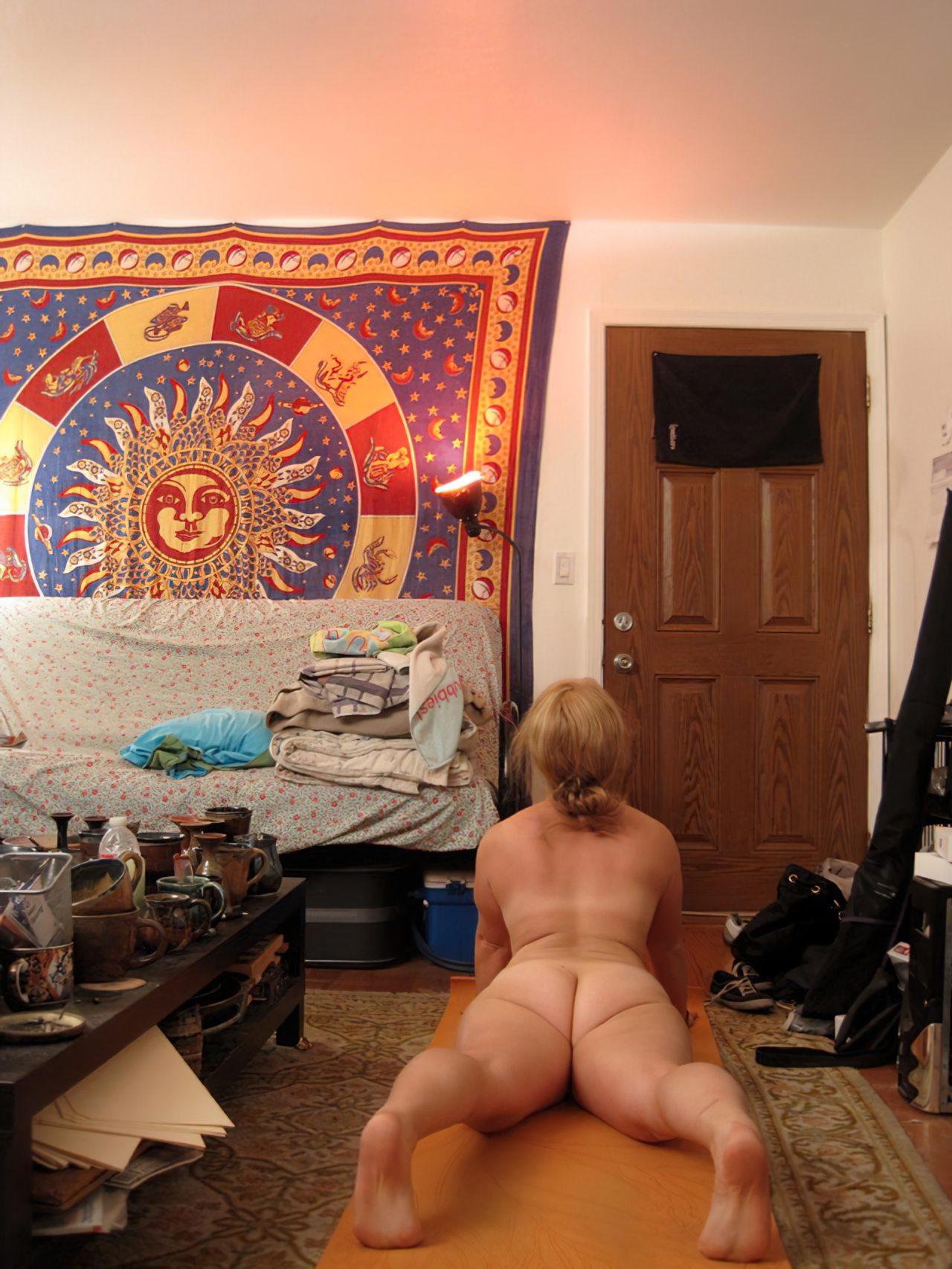 Fazendo Yoga Pelada (3)