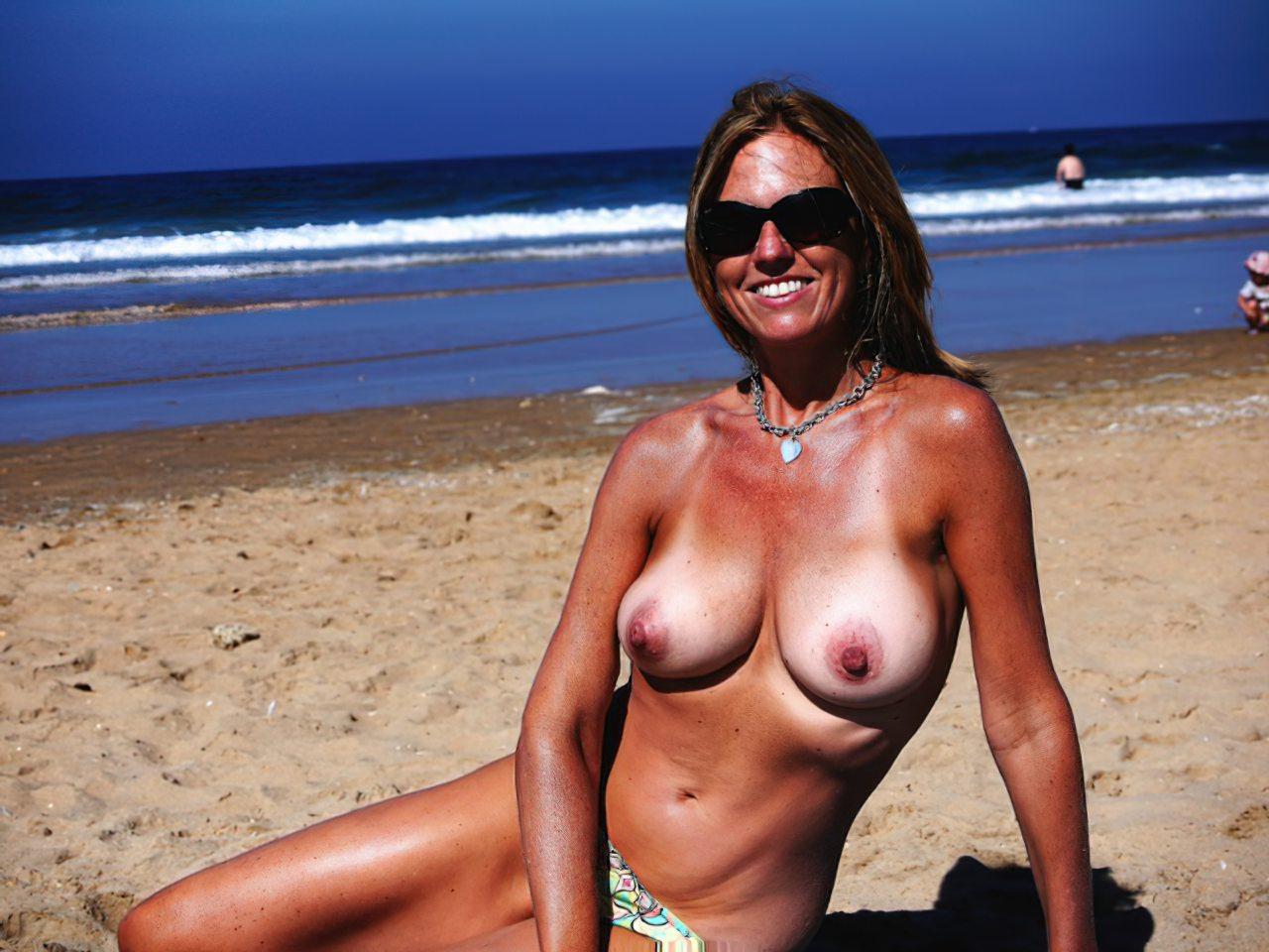 Madura Topless Praia (1)