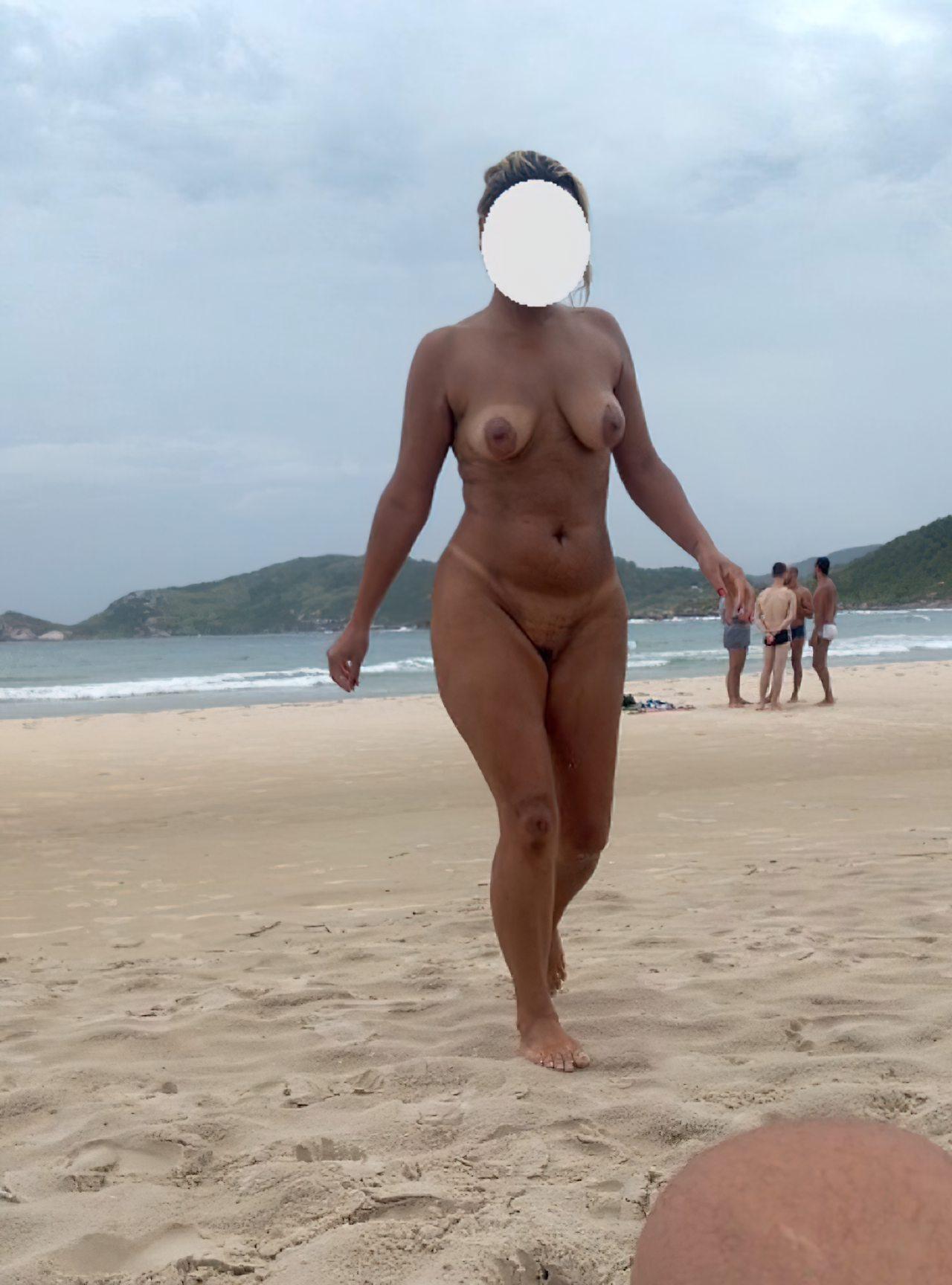 Esposa Praia Nudismo (1)