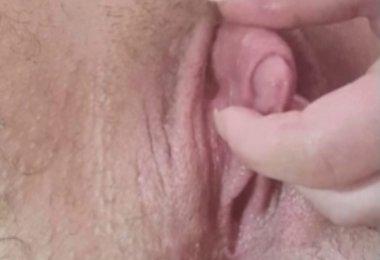Mulher Brincando com Clitoris