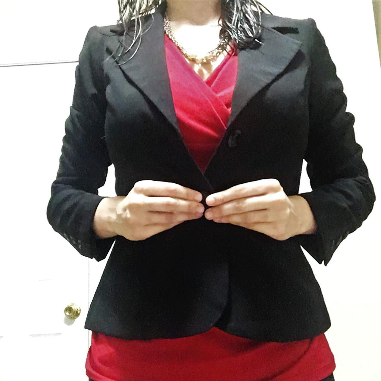 Amadora Vestindo-se Para Ir Trabalhar (12)