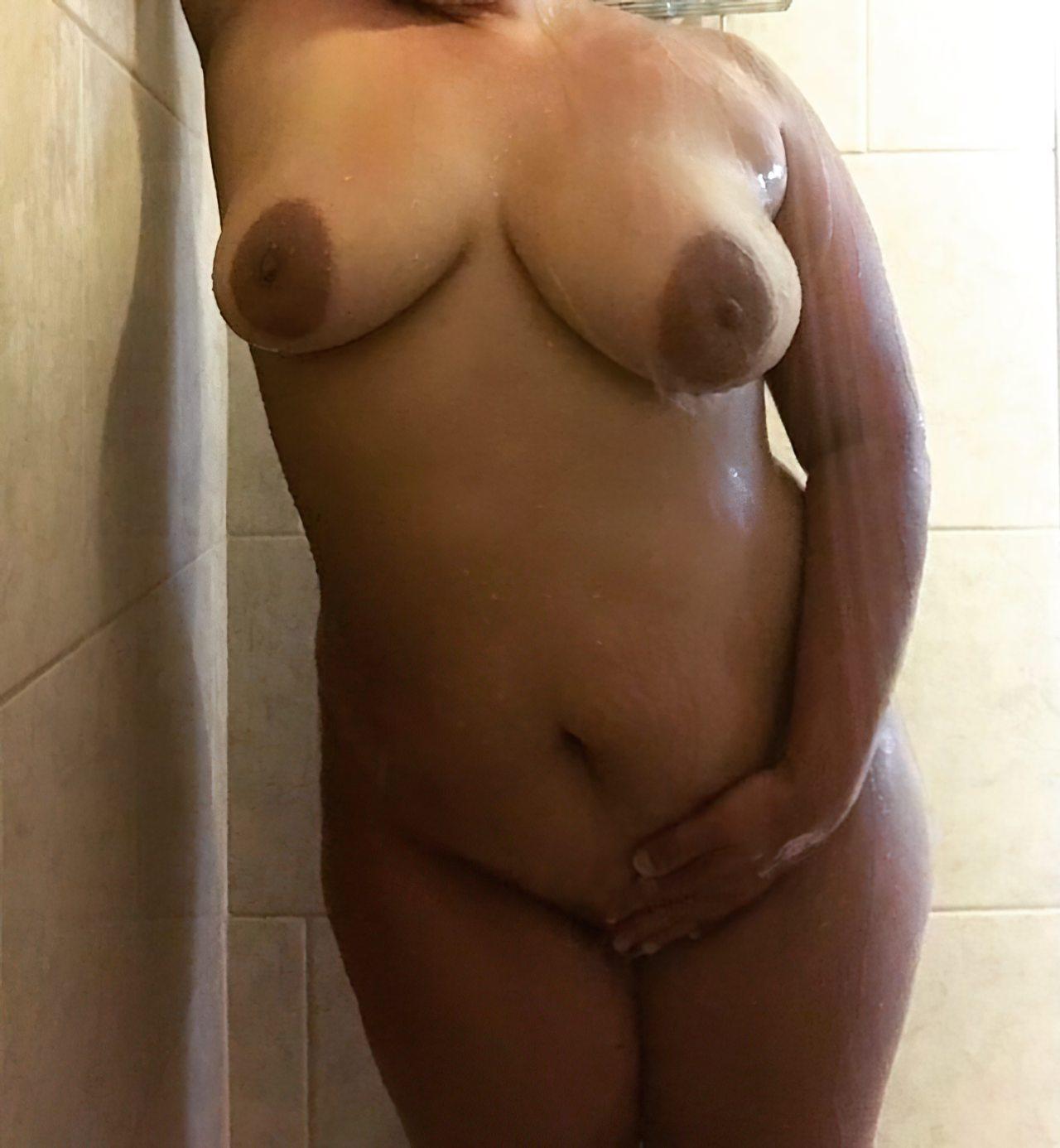 Gostosa Natural Tomando Banho (3)