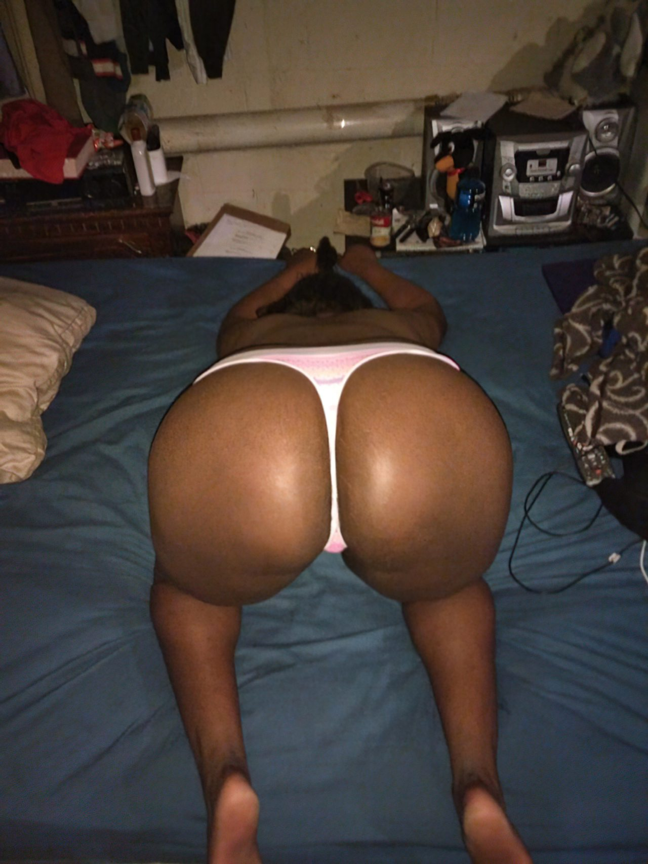 Negra Amadora Mostrando Bumbum Sexy (5)